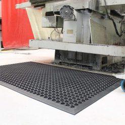 3848 covor ortopedic high duty coba Covor pentru spatii de lucru rezistent la uleiuri industriale 0.9 x 1.5 m| High Duty | COBA - SHOP unilift.ro