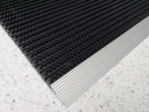 6916c127 7658 419b 8978 e9312c4f7070 Covor intrare cu profil din aluminiu | NEGRU | ABI - Magazin Online Unilift Serv