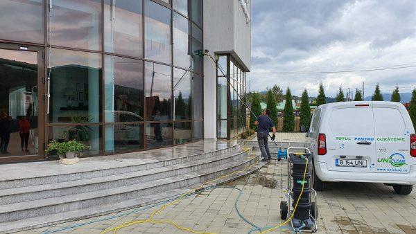 20190925 155412 scaled scaled Kit curatare geamuri la inaltime cu apa demineralizata 7.5 m | Ultra L GLA | Unger - Magazin Online Unilift Serv
