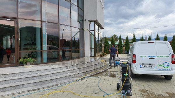 20190925 155415 scaled scaled Kit curatare geamuri la inaltime cu apa demineralizata 7.5 m | Ultra L GLA | Unger - Magazin Online Unilift Serv