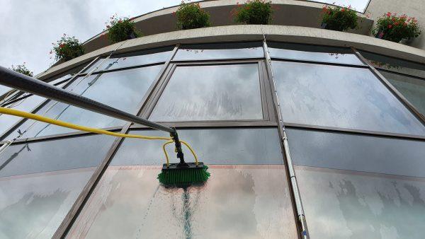 20190925 155818 scaled scaled Kit curatare geamuri la inaltime cu apa demineralizata 7.5 m | Ultra L GLA | Unger - Magazin Online Unilift Serv