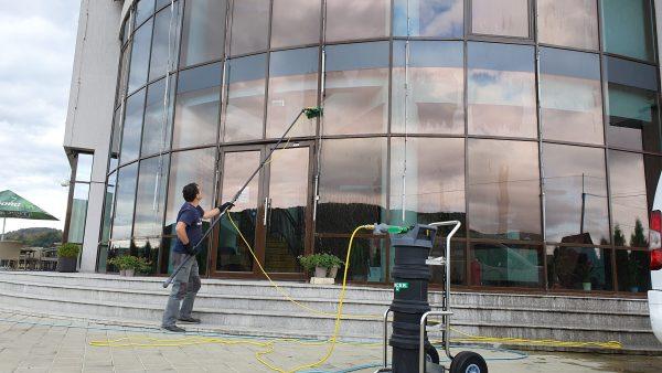 20190925 160005 scaled scaled Kit curatare geamuri la inaltime cu apa demineralizata 7.5 m | Ultra L GLA | Unger - Magazin Online Unilift Serv